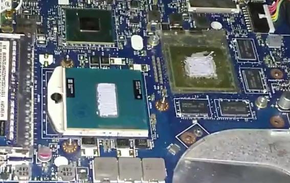 фотография с нанесенной на процессор и видеокарту термопастой